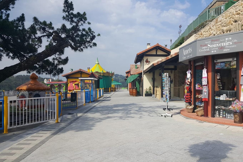 Diversión en familia en el parque de atracciones Monte Igueldo en Parque de atracciones Monte Igueldo (Donostia-San Sebastián)