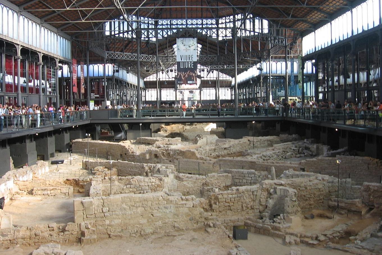 Visita exprés familiar al yacimiento del Born en El Born Centre de Cultura i Memòria (Barcelona)