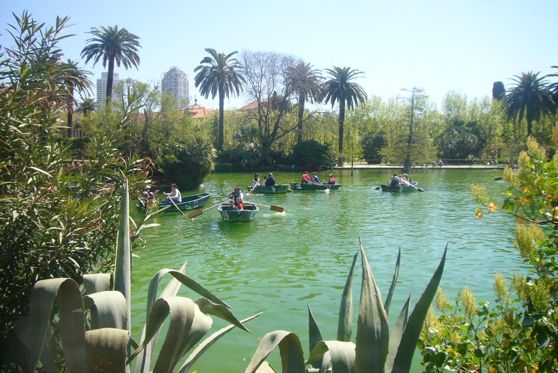 Paseo en familia por el Parc de la Ciutadella en Parc de la Ciutadella / Parque de la Ciudadela (Barcelona)