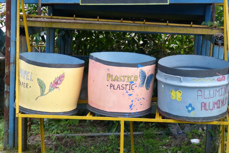 Reutilizando materiales: 'Abanícate con tu pay-pay' en Dehesa de la Villa (Madrid)